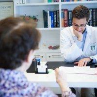 Hlavní obrázek - V České republice platí, že pacient má možnost svobodně si zvolit svého lékaře. Může ale lékař za nějakých okolností odmítnout některého pacienta léčit, například z důvodu pacientovy nespolupráce při léčbě?