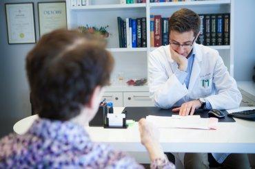 Hlavní obrázek článku - Na klinickou intervenci u axSpA není nikdy moc brzy