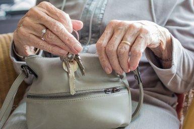 Hlavní obrázek - Řídnutí kostí hrozí každé třetí padesátnici a polovině nad 70 let